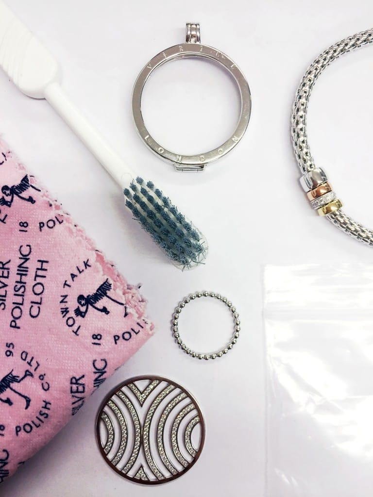 When You Aren T Wearing Your Jewellery It In A Sealed Plastic Bag To Slow Down The Oxidisation Process Tarnish Occurs Metal Reacts